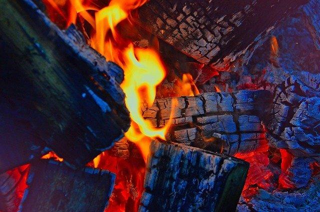 Štedilnikna drva za centralno ogrevanje priljubljena izbira za ogrevanje manjših objektov!